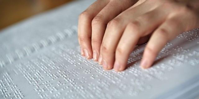 """Come scrivere (o leggere) """"Ti voglio bene"""", """"Come stai?"""" e altre emozioni in braille"""