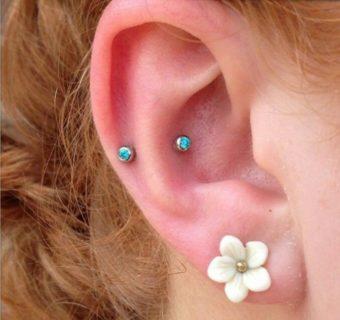 Dall'helix piercing al surface tragus: guida ai piercing all'orecchio