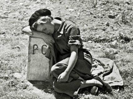 """L'ultima foto e le parole sul letto di morte di Gerda Taro, """"la ragazza con la leica"""""""