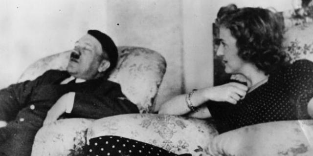 """Eva Braun, che scelse di morire con Hitler e conobbe il """"lato umano"""" del Führer"""