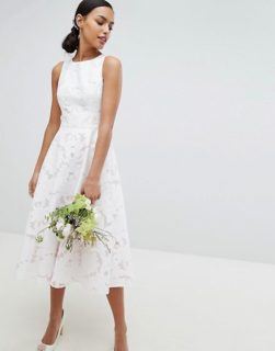 La collezione di abiti da sposa Asos Bridal è low cost ma non sembra