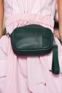 Il ritorno del marsupio: la borsa del 2018 è la fanny pack o belt bag