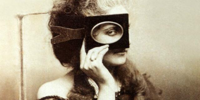 """Chi era la Contessa di Castiglione, la Kardashian dell'800 che """"inventò"""" i selfie"""