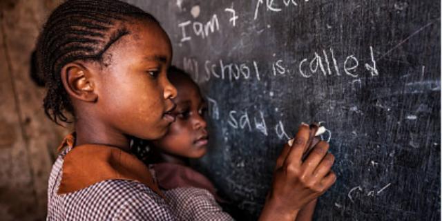 Costrette a essere donne: perché 131 milioni di bambine non vanno a scuola