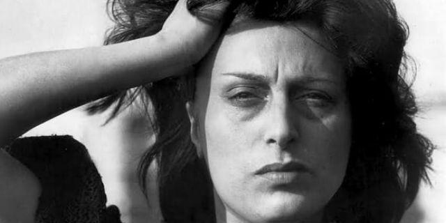 Anna Magnani: una vita intera per imparare a rinunciare a quella carezza