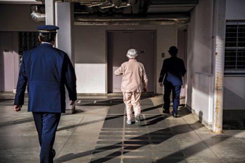 Nel Paese dove le donne anziane rubano perché vogliono andare in prigione