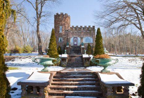 22 castelli in Italia e in Europa che puoi affittare per una vacanza su Airbnb