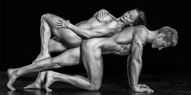 La potenza e la sinuosità del corpo in 23 scatti di nudi atletici