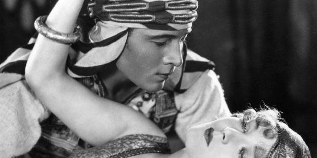 Rodolfo Valentino: Peggy e le ragazze che si suicidarono quando il divo morì