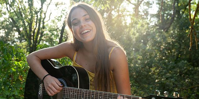 Sai suonare la chitarra? Un'app ti paga per insegnare