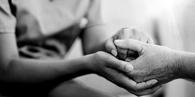 """""""Ogni donna è un'infermiera"""": la storia della nascita di questa professione"""