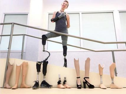 La collezione di gambe prêt-à-porter e 7 volte in cui Bebe Vio ha riso della disabilità