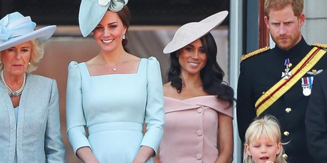 La sorellanza tra Meghan, che rompe (ancora) il protocollo, e Kate impeccabile