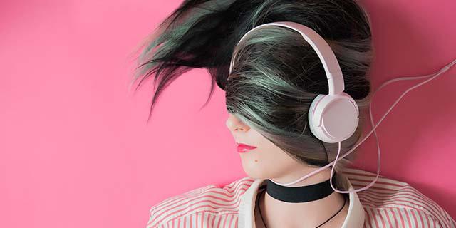 Come la musica che ascolti rivela i tuoi sentimenti e come ti senti