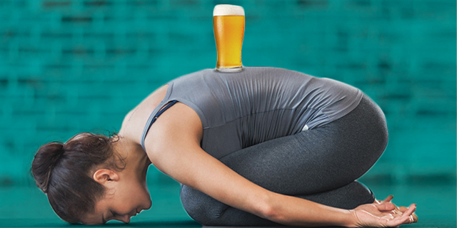 Beeryoga: 4 posizioni per fare yoga bevendo birra (e i benefici)
