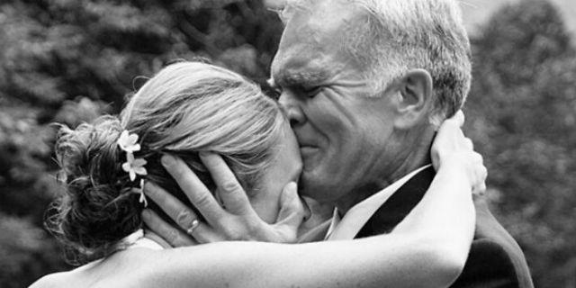 La reazione dei papà che vedono per la prima volta la figlia in abito da sposa