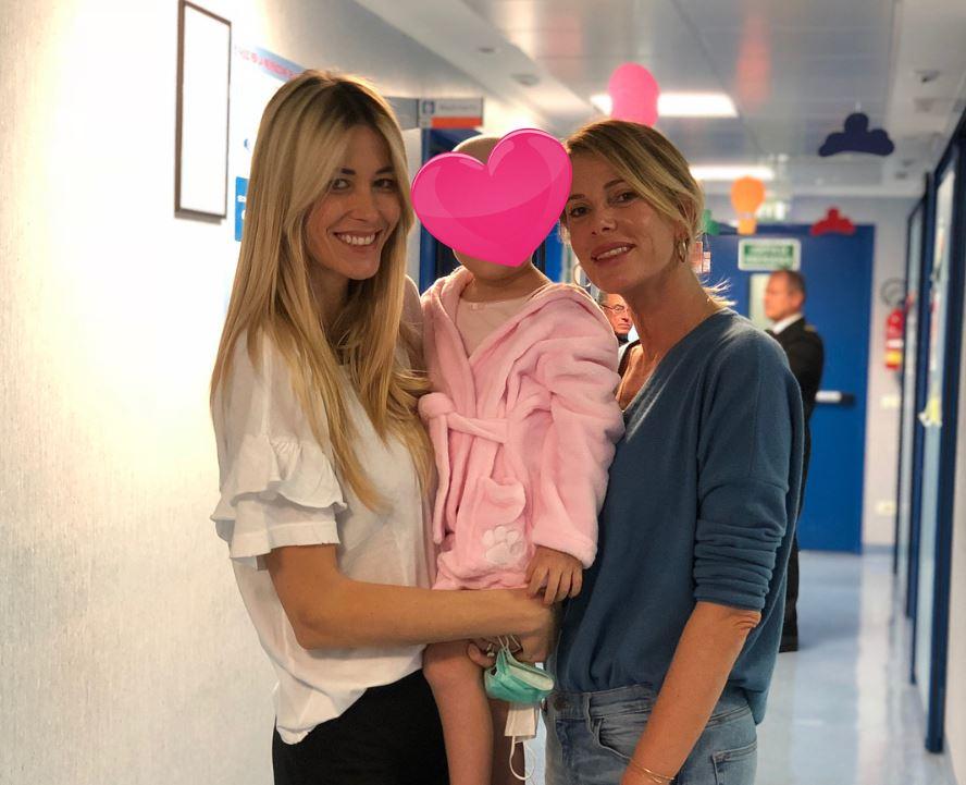 """""""Tuo figlio ha il cancro per via dei vaccini"""": le assurde accuse a Elena Santarelli"""