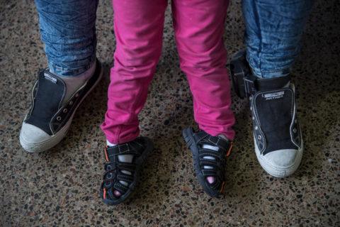 Quei bambini che non riconoscono più le mamme dopo la separazione forzata