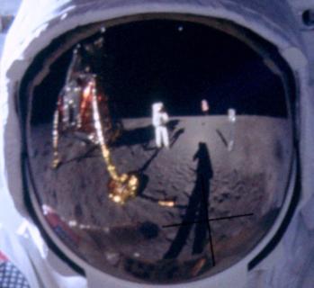 Perché c'è chi pensa che l'uomo non sia stato sulla Luna (e l'altra bufala lunare)