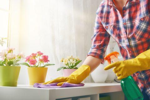 Come si può morire intossicati pulendo casa nel modo sbagliato