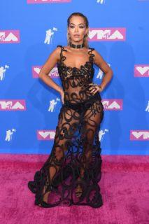 Gli abiti effetto nudo (o nudi proprio) più estremi visti agli MTV VMA 2018