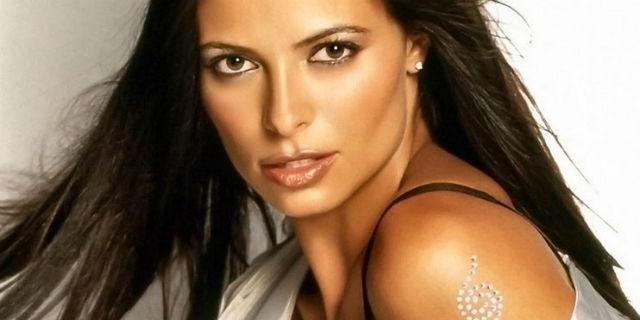 Natalia Estrada, le due vite di una showgirl che ha cambiato strada