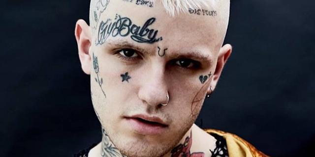 """Perché è """"normale"""" che sempre più persone si facciano tatuare il viso"""