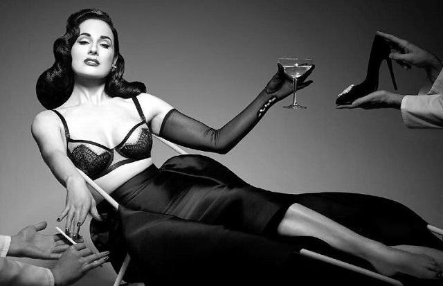 Dita Von Teese, gli striptease di una ragazza semplice diventata regina del burlesque