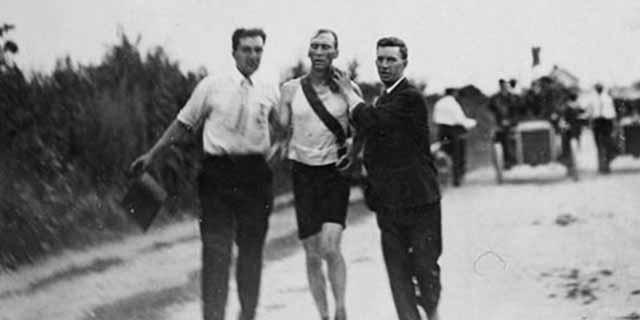 Perché la maratona olimpica del 1904 è stata più macabra degli Hunger Games