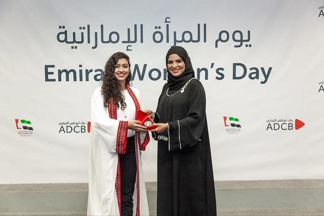La rivoluzione con e senza il velo di Amna Al Haddad, che ispira tutte le donne