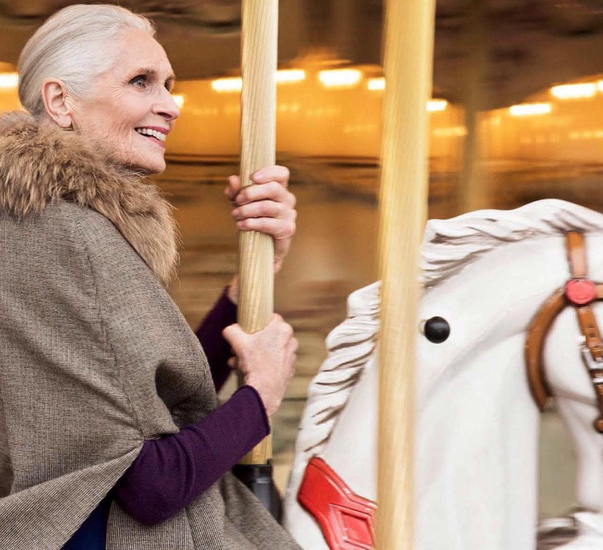 La bellezza vertiginosa di Daphne Selfe, la top model più anziana del mondo