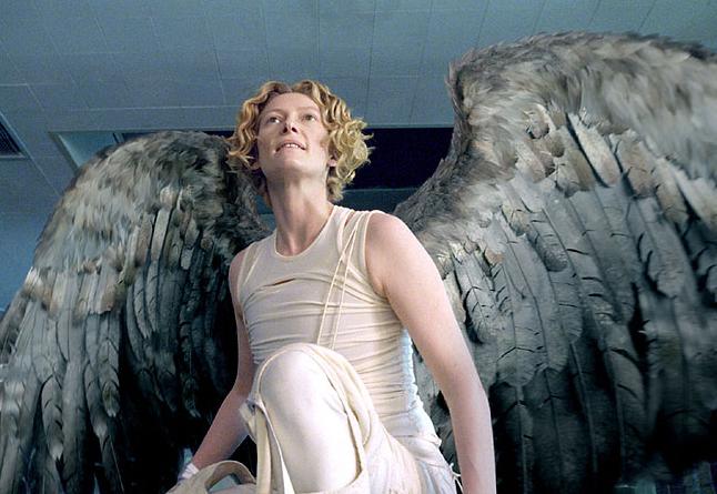 Il fascino ipnotico, androgino e trasformista di Tilda Swinton