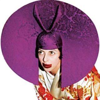 La follia colorata e lucida di Isabella Blow prima degli anni bui