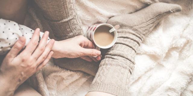 5 cose che se sei single devi sapere sulla cuffing season (a partire da cos'è)