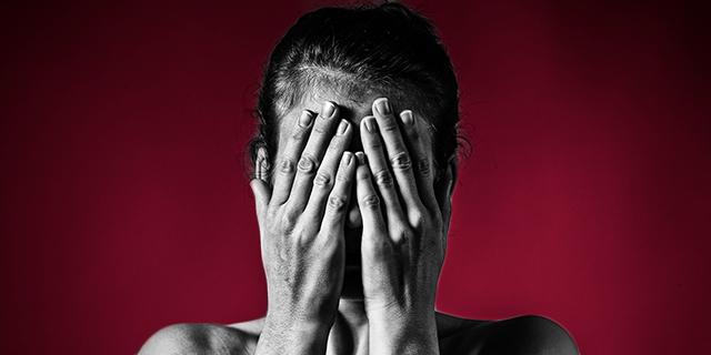 """Cos'è e come funziona il """"codice rosso"""", per contrastare la violenza sulle donne"""