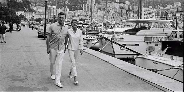 103 anni di Kirk Douglas: la storia di un grande amore che non teme i tradimenti