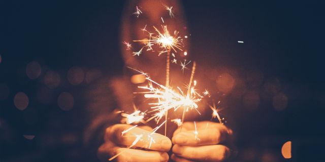 Cosa fare a capodanno: 14 idee per persone che preferirebbero saltarlo a piè pari