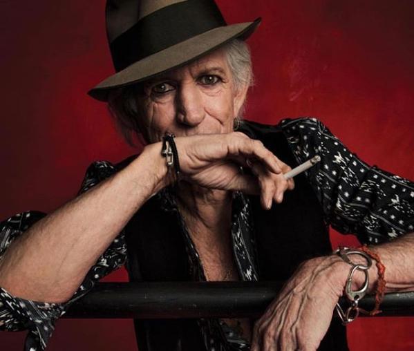Keith Richards, quel bravo ragazzo del rock che è un miracolo sia ancora vivo