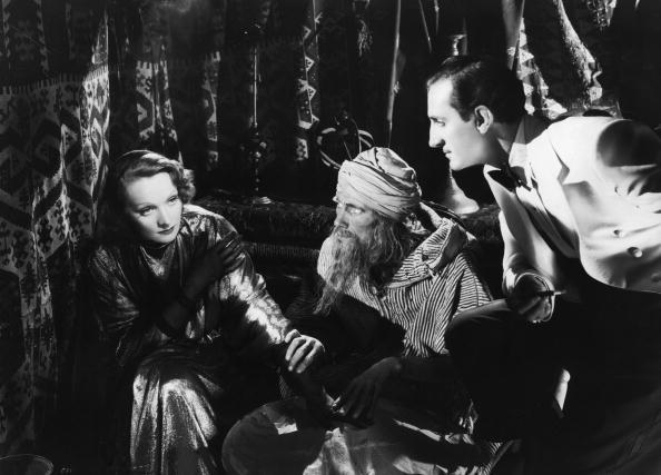 Marlene Dietrich e la storia del primo bacio lesbico del cinema