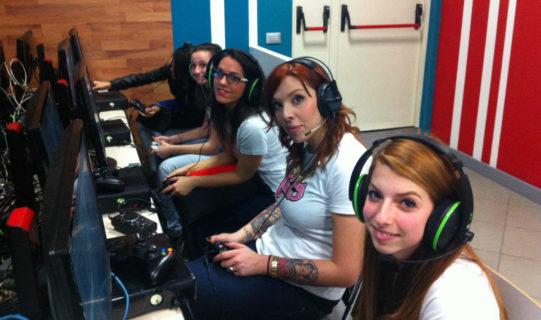 Gender digital divide: ragazze, sveglia, riprendiamoci subito la parità digitale