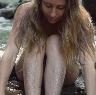 Januhairy: perché anche le donne che si depilano smettono di farlo