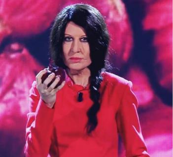 Liberate Virginia Raffaele dal ruolo di Signorina Buonasera