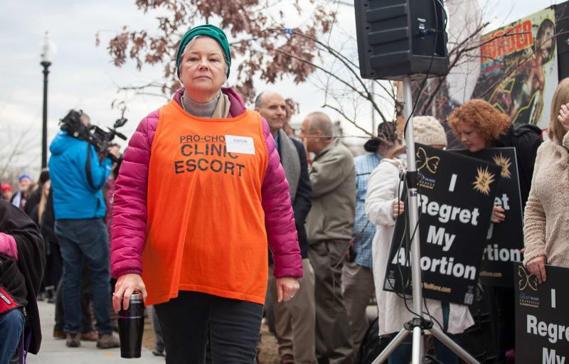 Guardie del corpo fuori dalle cliniche per aborti Roba da