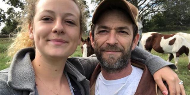 La risposta della figlia di Luke Perry a chi la insulta per come vive il suo lutto