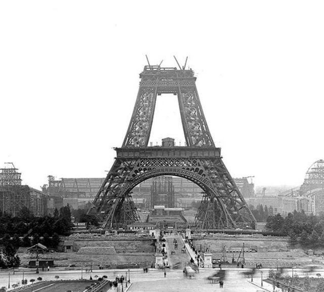 Come apparivano 20 famosi monumenti durante la loro costruzione