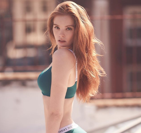 Chi è Alexina Graham, il primo angelo di Victoria's Secret dai capelli rossi