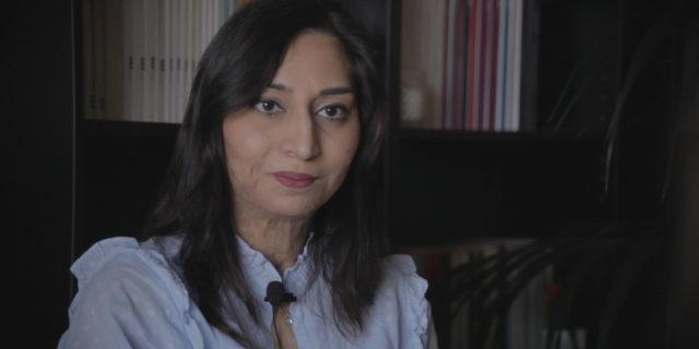 """Pinky Aulakh: """"Quando gli dissi che volevo separarmi mi diede fuoco"""" (video)"""