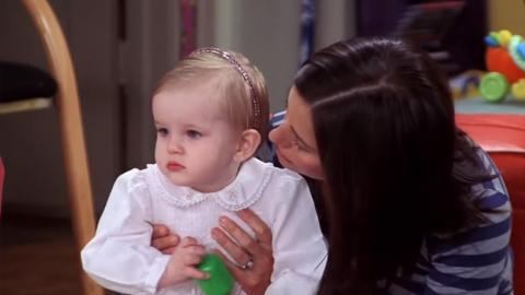 """Com'è diventata Emma, la """"figlia"""" di Rachel e Ross in Friends, 16 anni dopo"""
