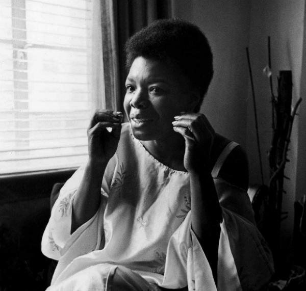 """Maya Angelou che diventò muta perché la sua voce aveva """"ucciso"""" il suo stupratore"""