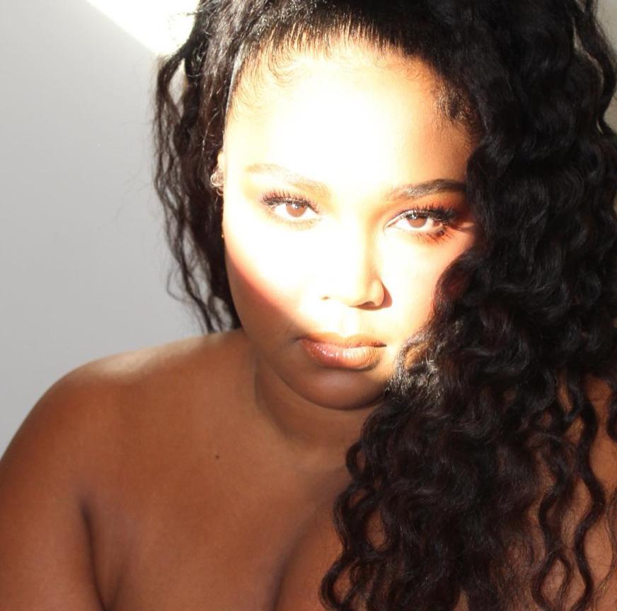 Chi è Lizzo, icona mondiale della body positive e dell'amore per se stessi